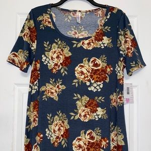 NWT Lularoe M blue floral perfect tee
